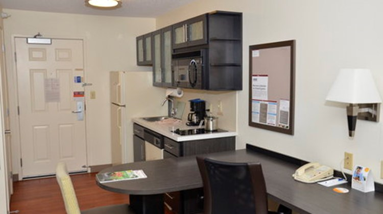 Candlewood Suites Detroit-Warren Room