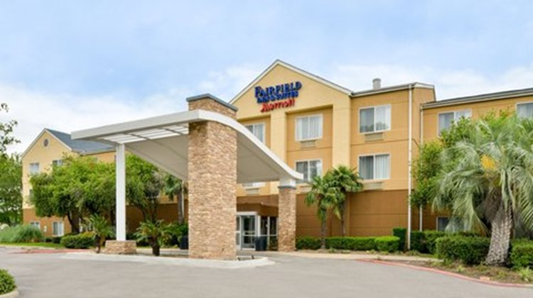 Fairfield Inn and Suites Beaumont Exterior