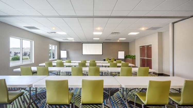 Holiday Inn Express & Suites Frankfort Meeting