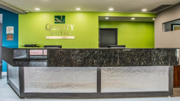 Quality Suites Lakes Charles Lobby