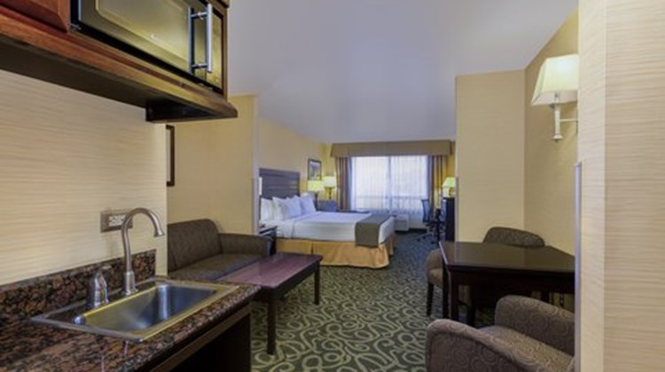 Holiday Inn Express & Suites Atascadero Suite