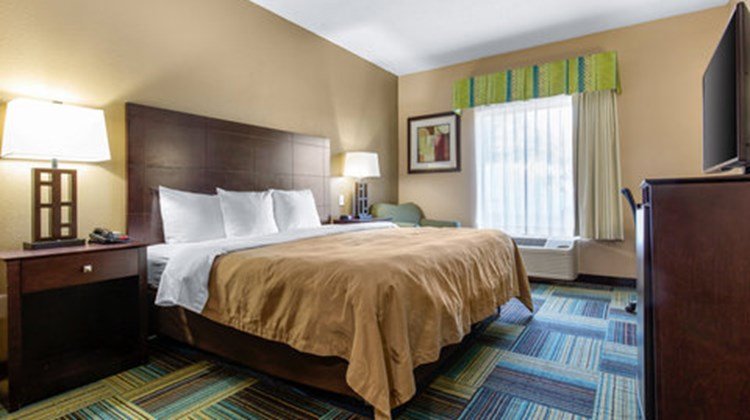 Quality Inn & Suites Arnold Room