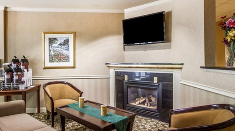 Quality Suites Freeport Lobby