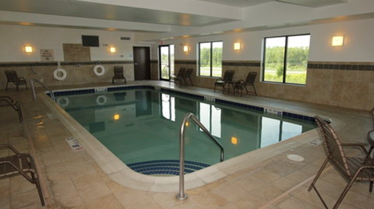 Holiday Inn Express & Sts Syracuse North Pool