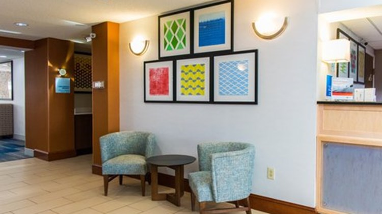 Holiday Inn Express & Suites Kinston Lobby