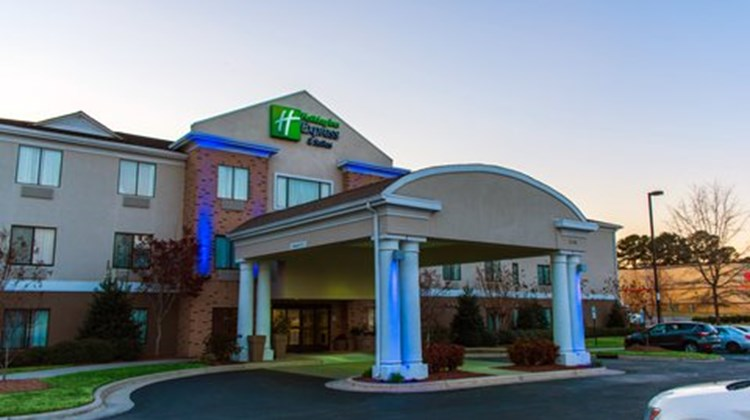 Holiday Inn Express & Suites Kinston Exterior
