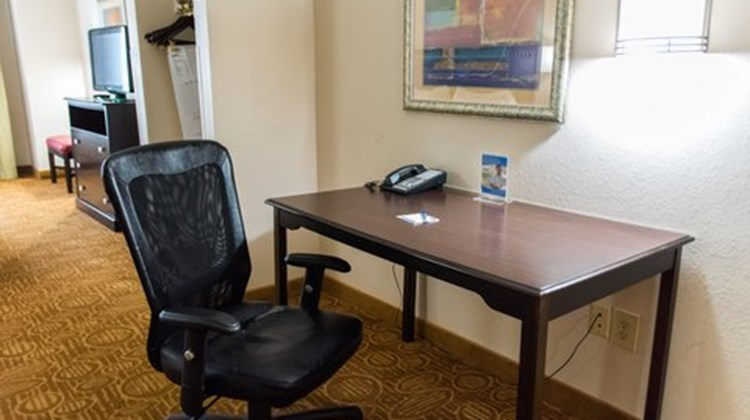 Holiday Inn Express & Suites Kinston Suite