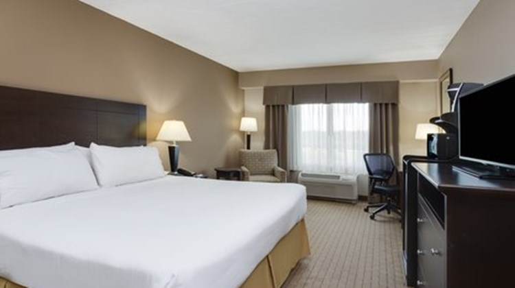Holiday Inn Express Hotel & Suites West Room