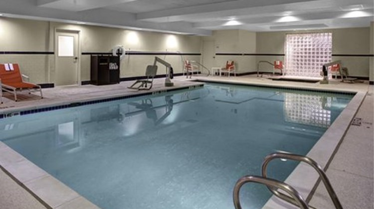 Holiday Inn Express & Suites Richmond N Pool