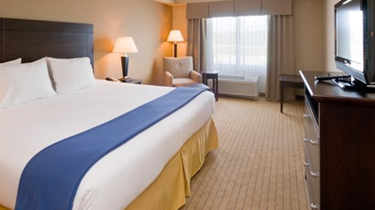 Holiday Inn Express Hotel & Suites West Suite