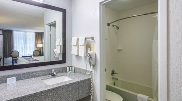 Quality Inn & Suites Pensacola Room