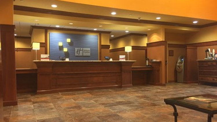 Holiday Inn Express & Suites Springfield Lobby