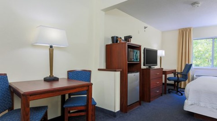 Fairfield Inn Warren Niles Room