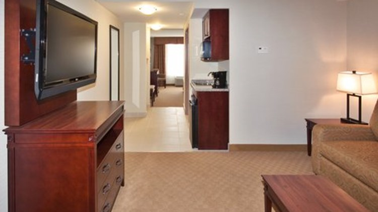 Holiday Inn Express Brockville Suite