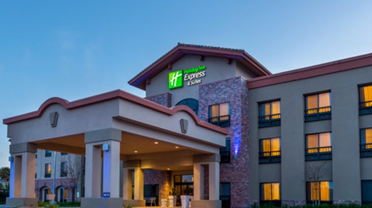 Holiday Inn Express & Suites Atascadero Exterior