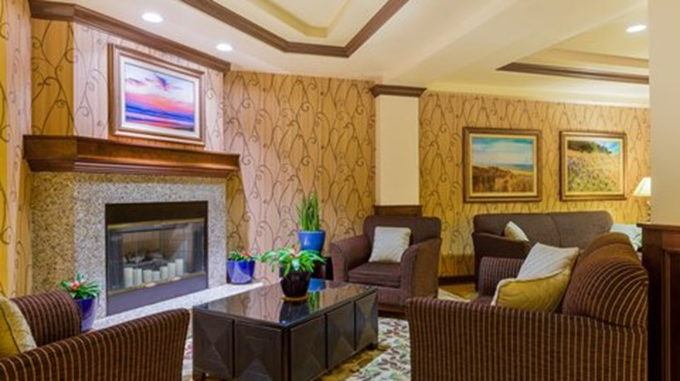 Holiday Inn Express & Suites Atascadero Lobby