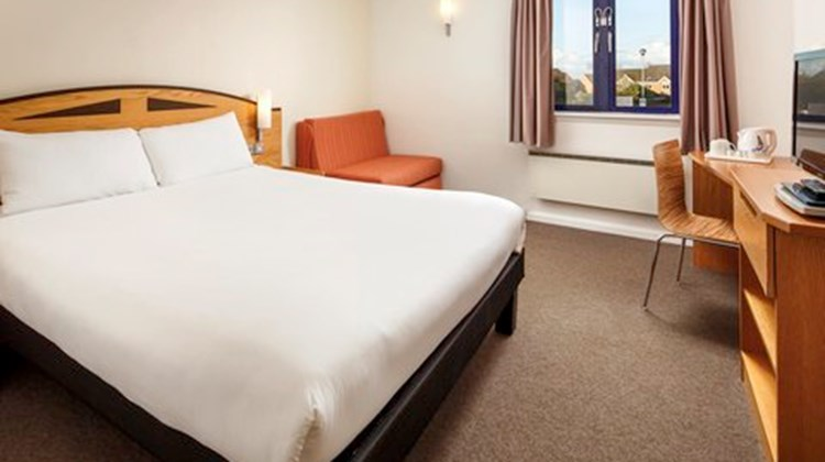 Ibis Wellingborough Room