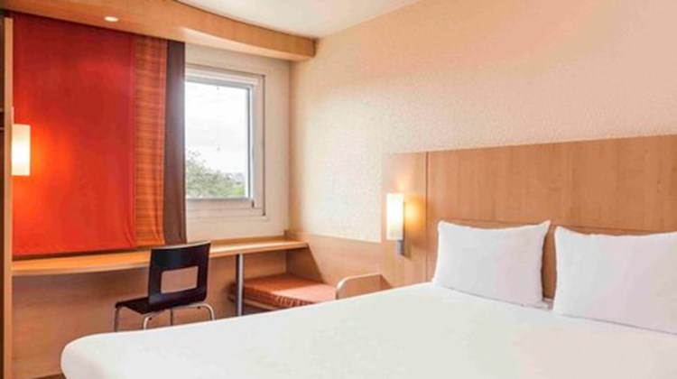 Ibis Cergy Le Port Room