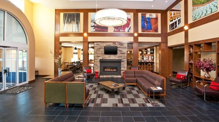 Four Points by Sheraton Louisville Arpt Lobby