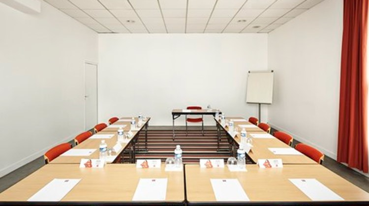 Ibis Hotel Champs-Sur-Marne Meeting