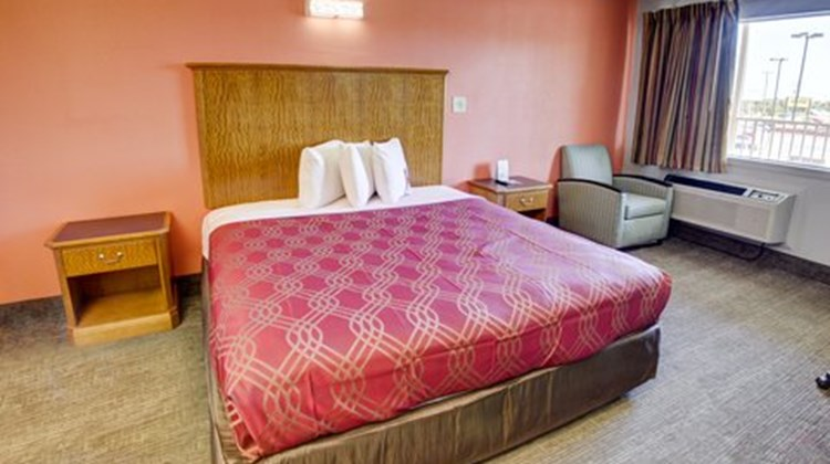 Econo Lodge Airport Room