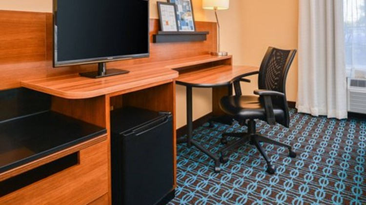 Fairfield Inn and Suites Beaumont Room