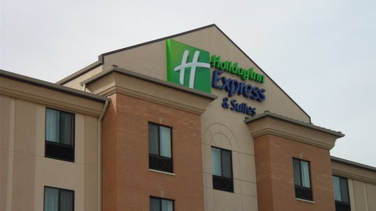 Holiday Inn Express and Suites Urbandale Exterior