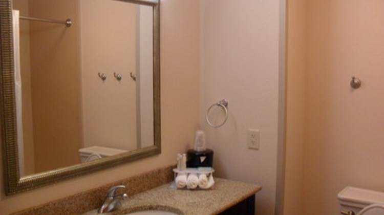 Holiday Inn Express and Suites Urbandale Room