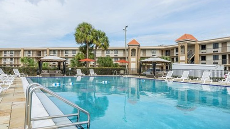 Quality Inn Kissimmee by The Lake Pool