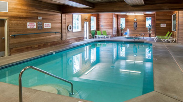 Comfort Suites Linn County Fairground Pool
