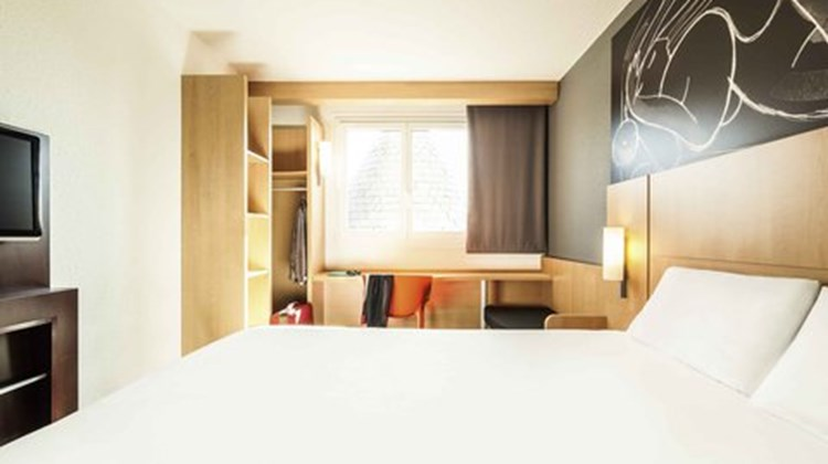 Ibis Hotel Chatellerault Room