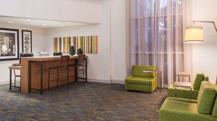 Holiday Inn Express Miami - Doral Lobby