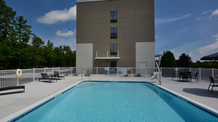 Holiday Inn Express & Suites RTP Pool