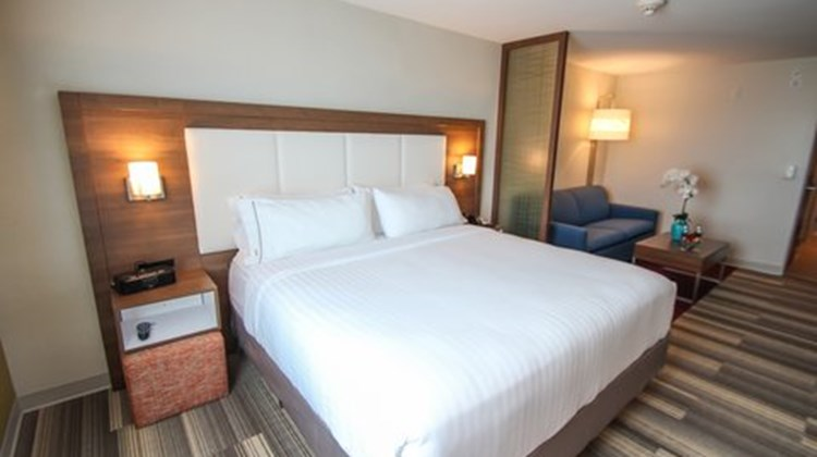 Holiday Inn Express & Stes Miami Airport Suite