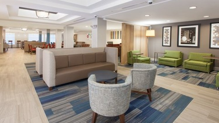 Holiday Inn Express & Suites Lake Zurich Lobby