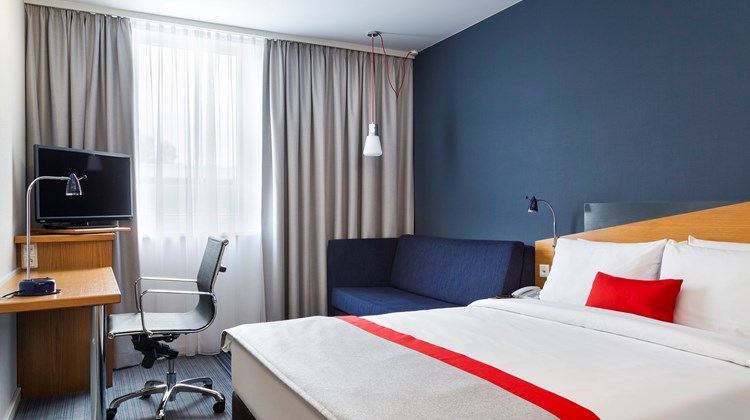 Holiday Inn Express Dortmund Room
