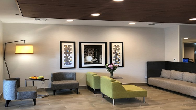Holiday Inn Express & Suites Albany Lobby