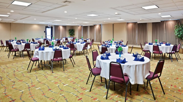Holiday Inn Express & Suites Albany Ballroom