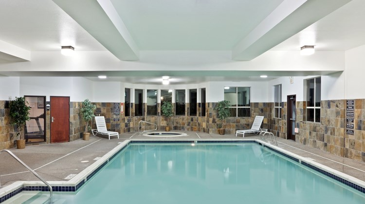 Holiday Inn Express & Suites Albany Pool