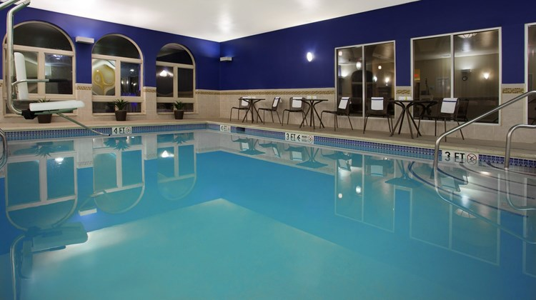 Holiday Inn Express & Sts Allentown West Pool