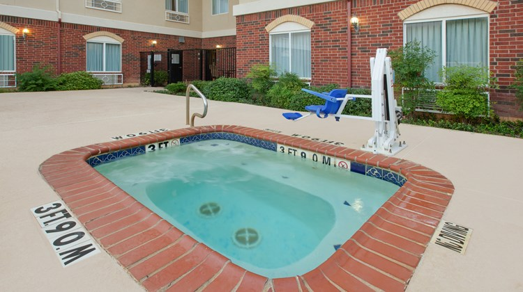 Holiday Inn Express/Suites Abilene Mall Pool