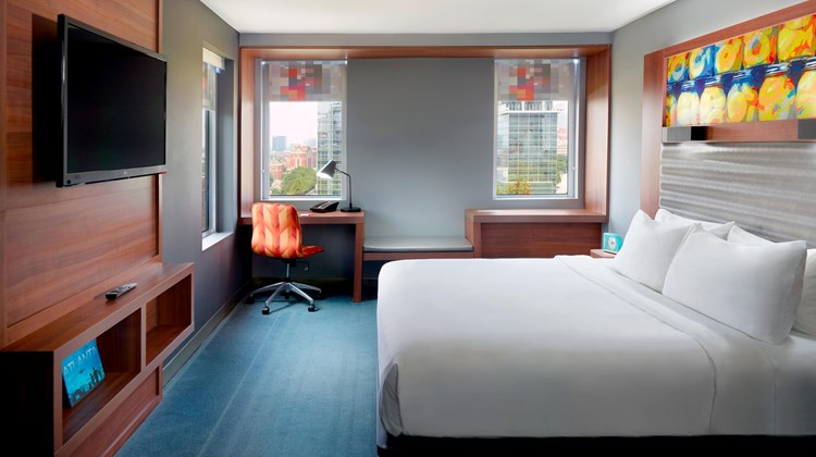 aloft Atlanta Downtown Suite