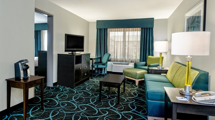 Holiday Inn Express Hotel & Suites SW Suite