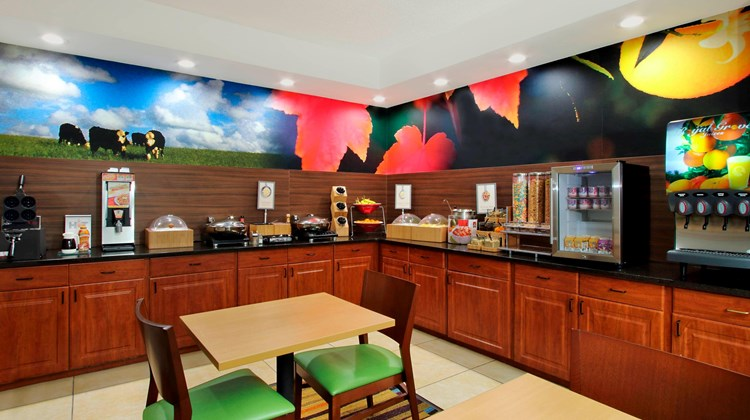 Fairfield Inn/Suites Colorado Springs So Restaurant