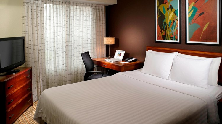 Residence Inn Atlanta/North Point Mall Suite
