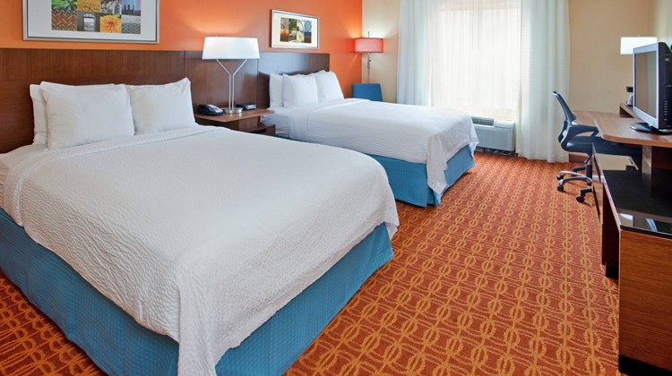 Fairfield Inn and Suites Austin South Room