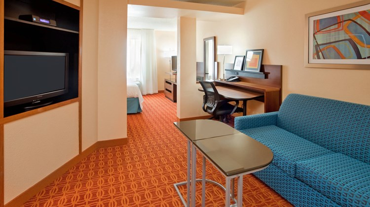Fairfield Inn and Suites Austin South Suite
