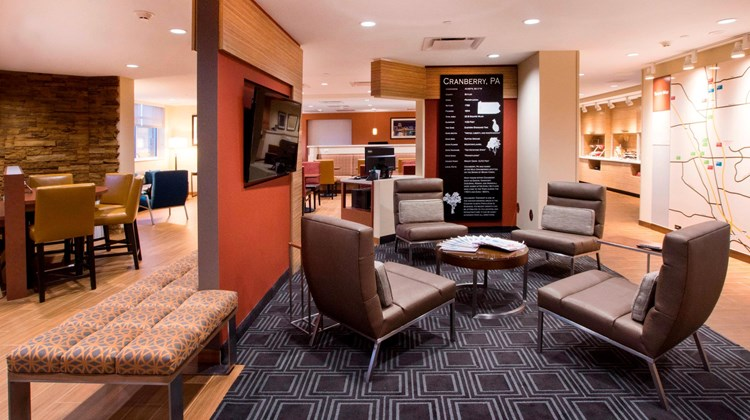 TownePlace Suites Cranberry Township Lobby