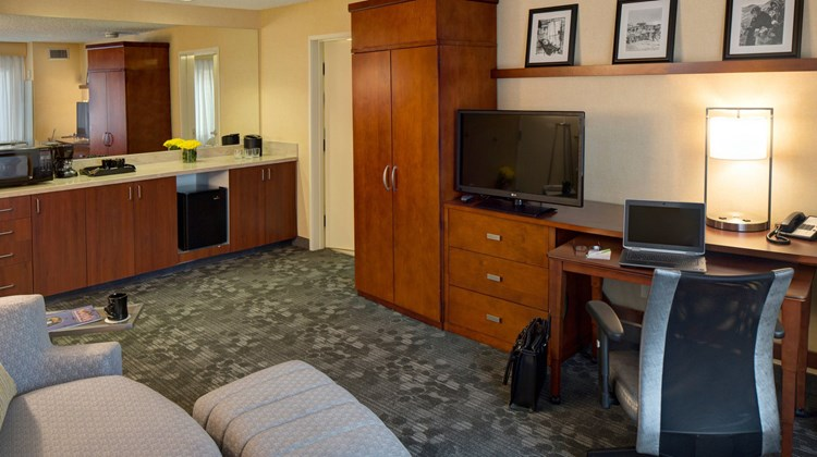 Courtyard by Marriott Anchorage Airport Suite