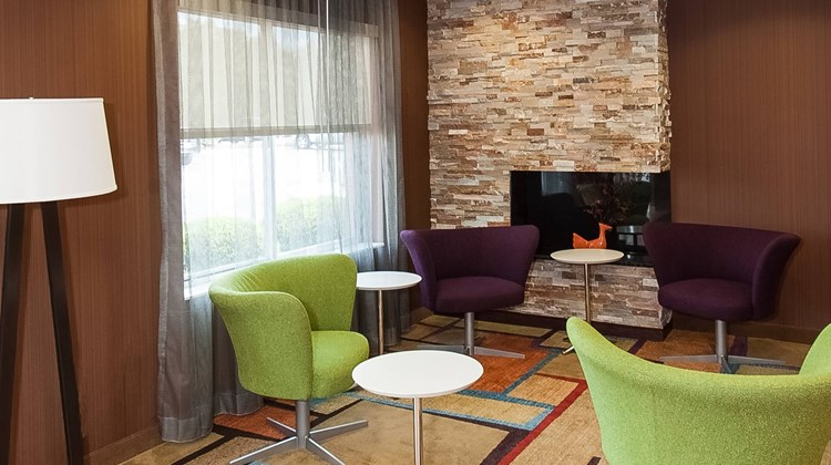 Fairfield Inn & Suites Akron - South Lobby